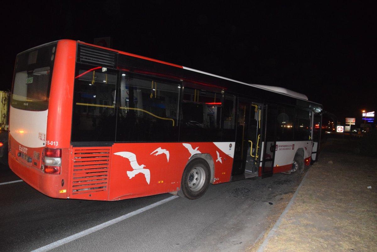 İzmir de tır ile otobüs çarpıştı: 12 yaralı #1