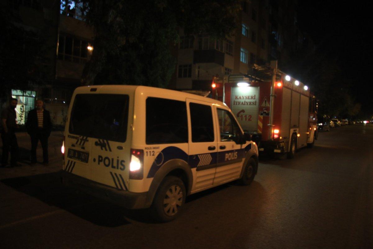 Kayseri de şikayet üzerine gelen polisler apartmanda ceset buldu #2