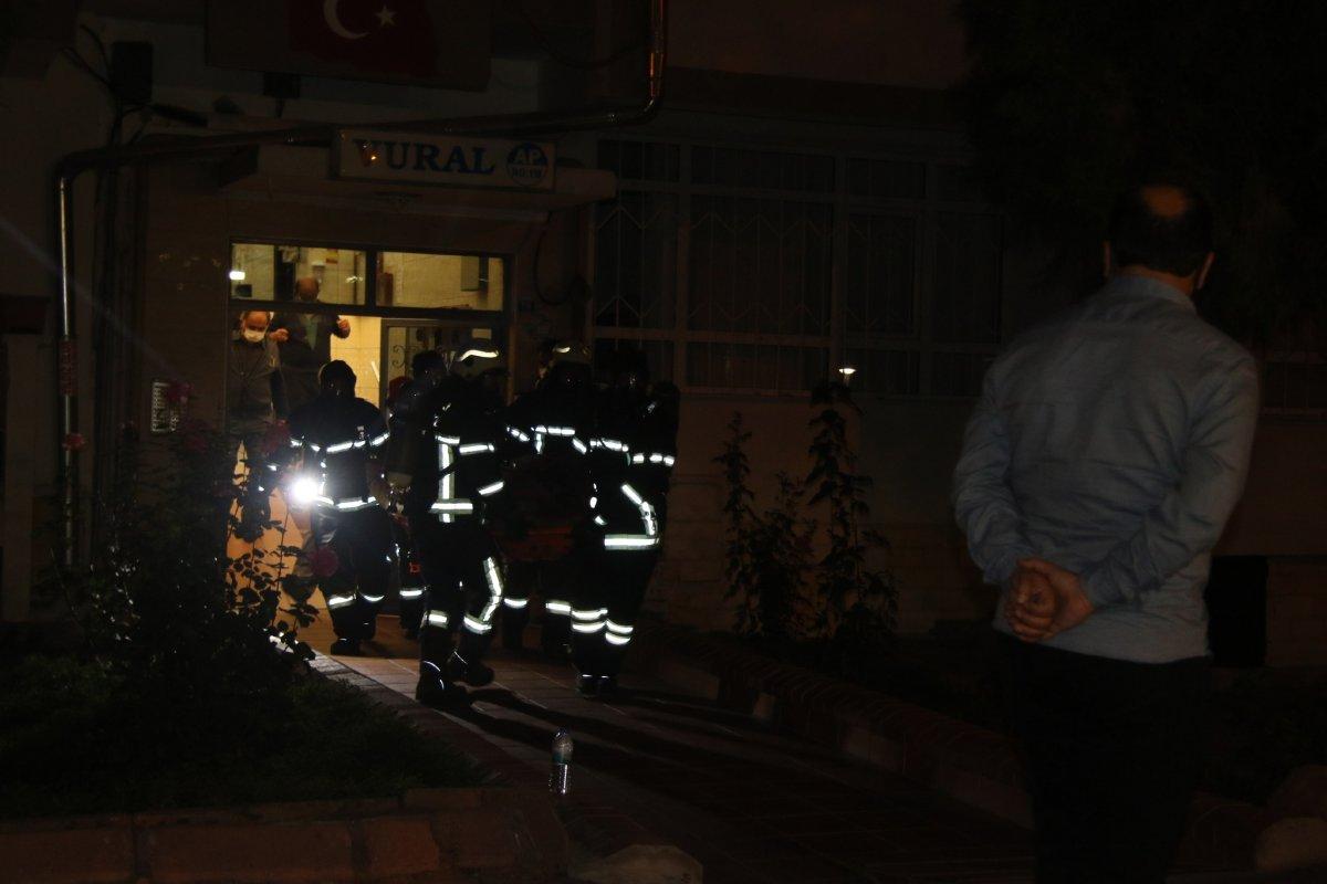 Kayseri de şikayet üzerine gelen polisler apartmanda ceset buldu #1