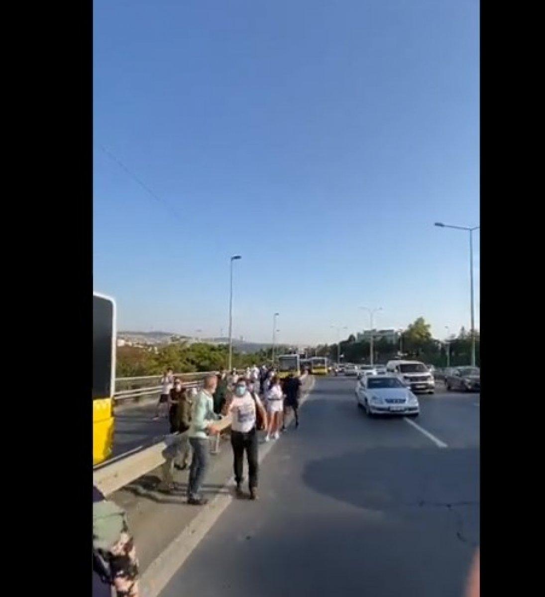 15 Temmuz Şehitler Köprüsü nde metrobüs arızası #2