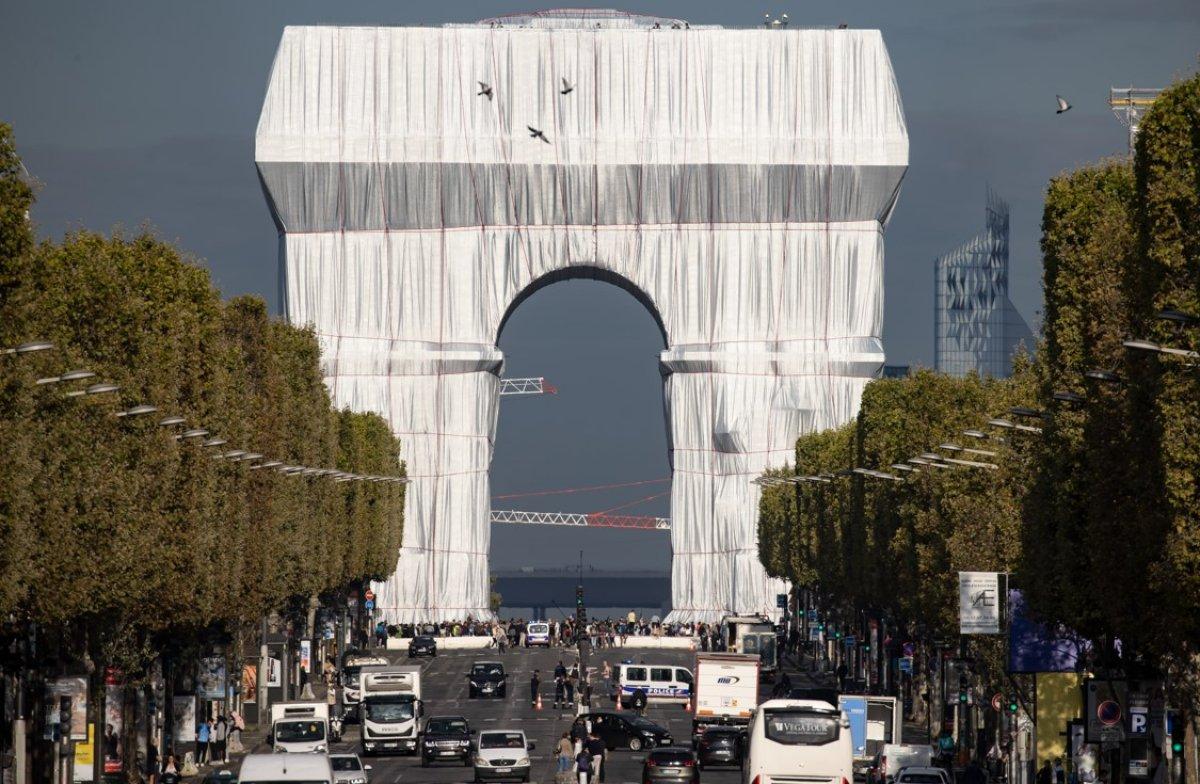 Kumaşla kaplanan Paris in simgesi Zafer Takı, ziyarete açıldı #1