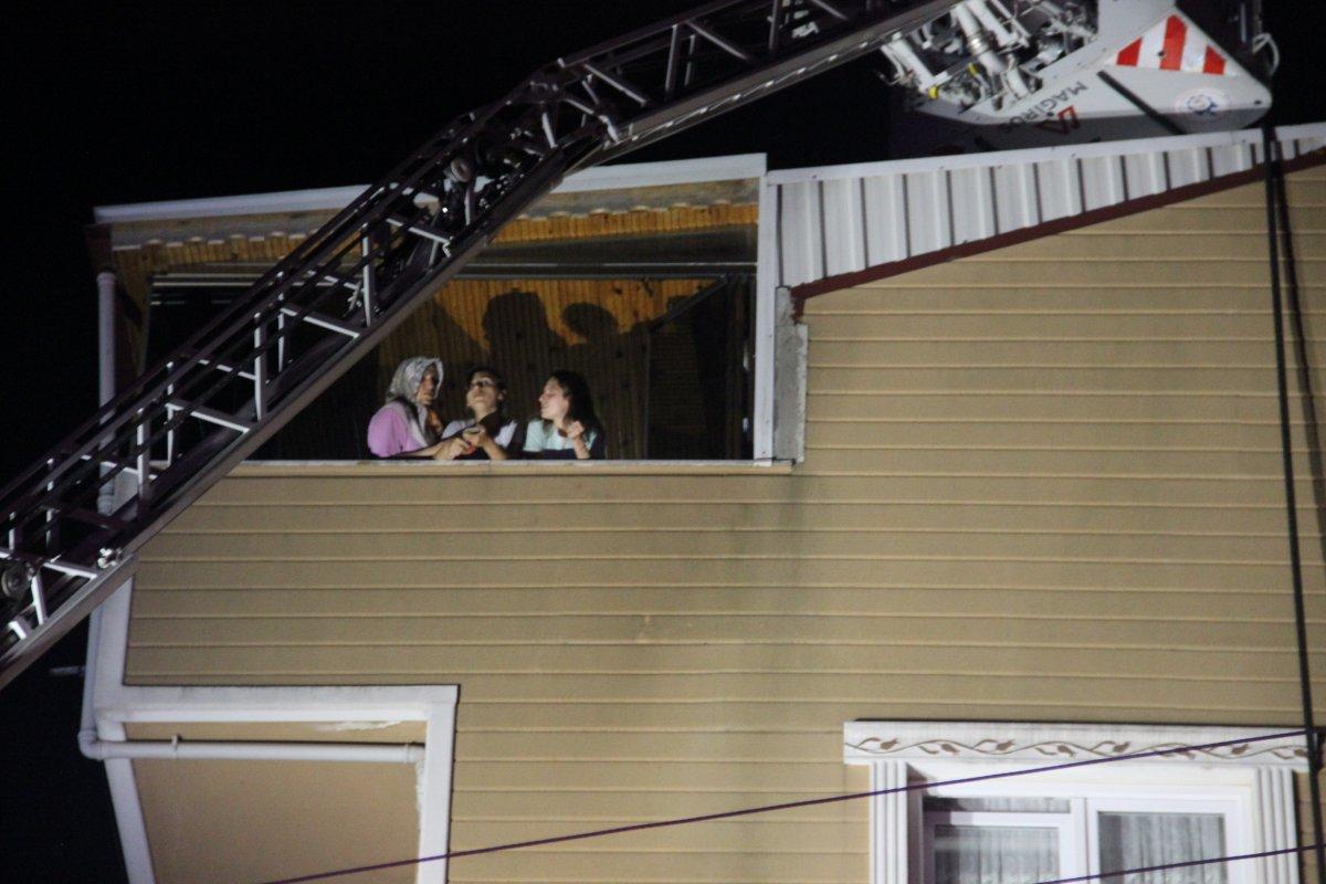 Kocaeli nde 6 katlı binanın çatı katında yangın çıktı #2