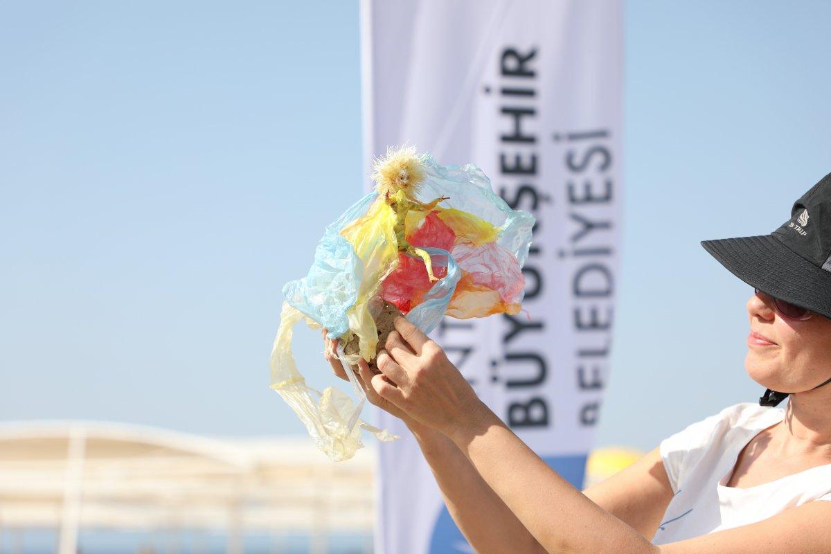 CHP li Antalya Büyükşehir Belediyesi nden heykelli kıyı temizliği #4