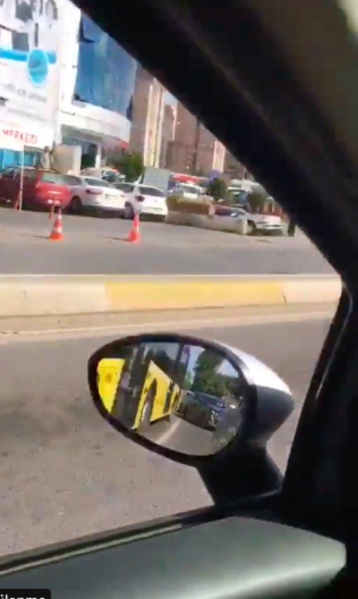 İstanbul da arızalanan İETT, trafiği kilitledi #3