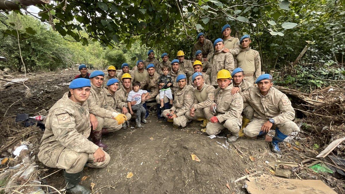 Kastamonu da sel felaketinin yaraları, jandarmanın desteğiyle sarıldı #13