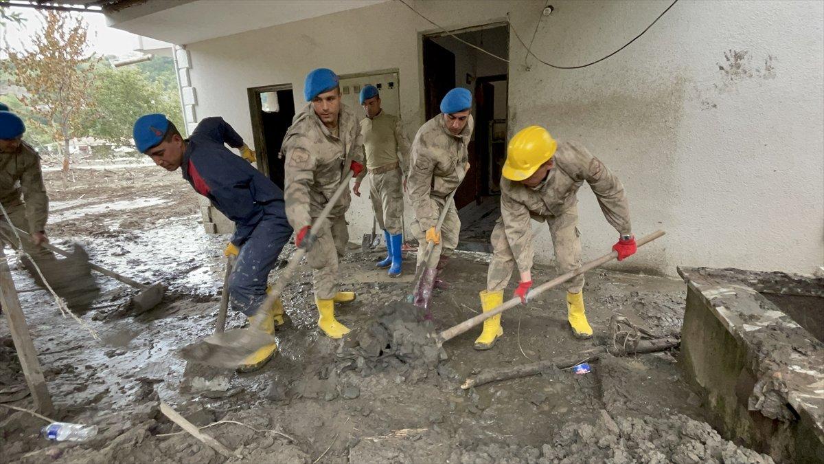 Kastamonu da sel felaketinin yaraları, jandarmanın desteğiyle sarıldı #14