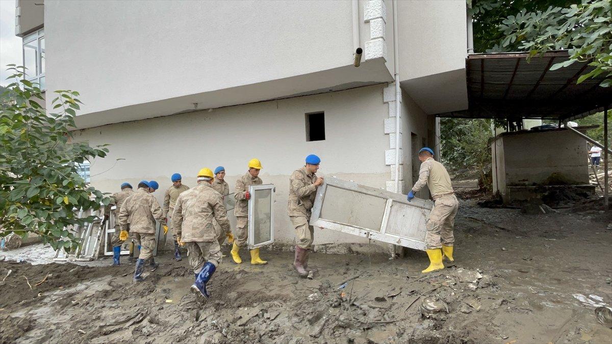 Kastamonu da sel felaketinin yaraları, jandarmanın desteğiyle sarıldı #15
