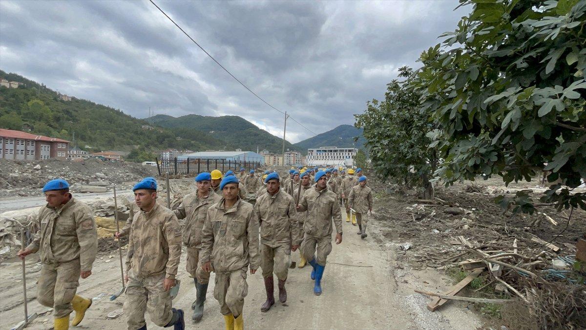 Kastamonu da sel felaketinin yaraları, jandarmanın desteğiyle sarıldı #5