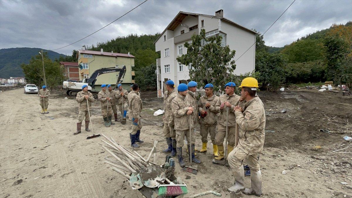 Kastamonu da sel felaketinin yaraları, jandarmanın desteğiyle sarıldı #6