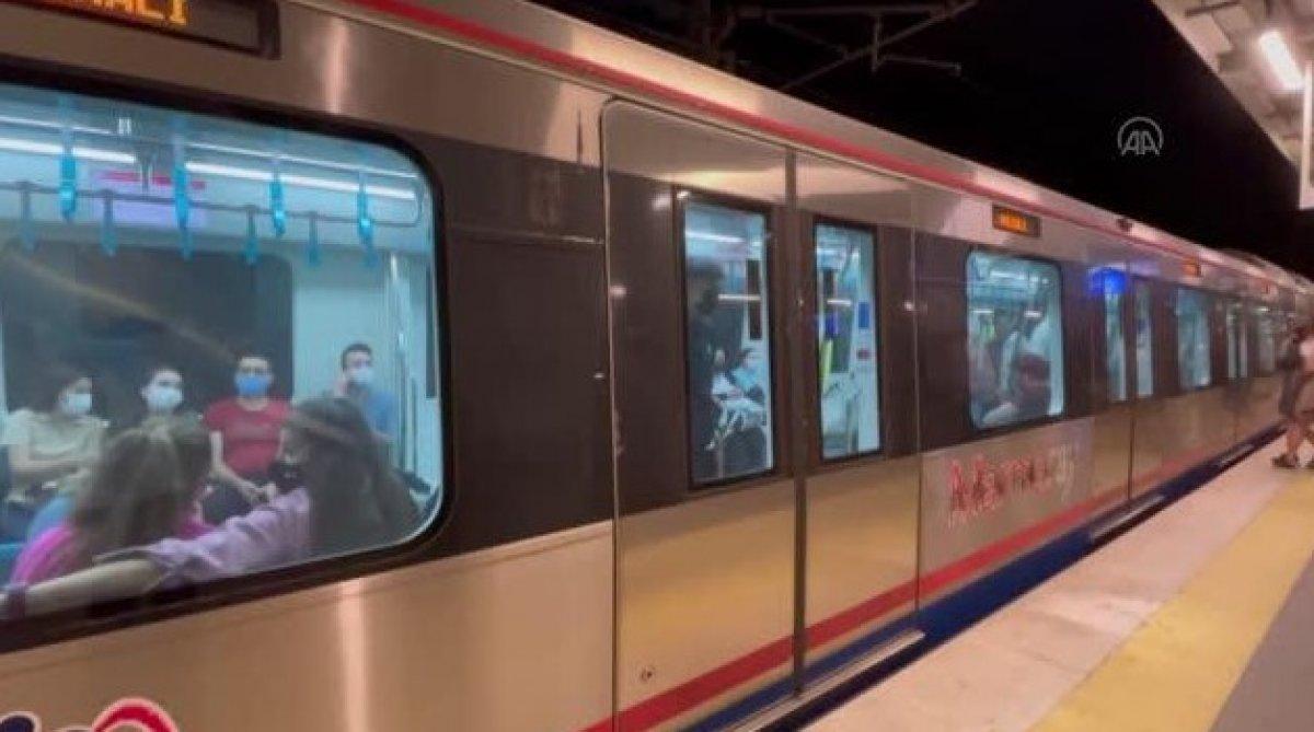 Marmaray ın makinisti, taşkınlık yapan yolcuları uyardı #2