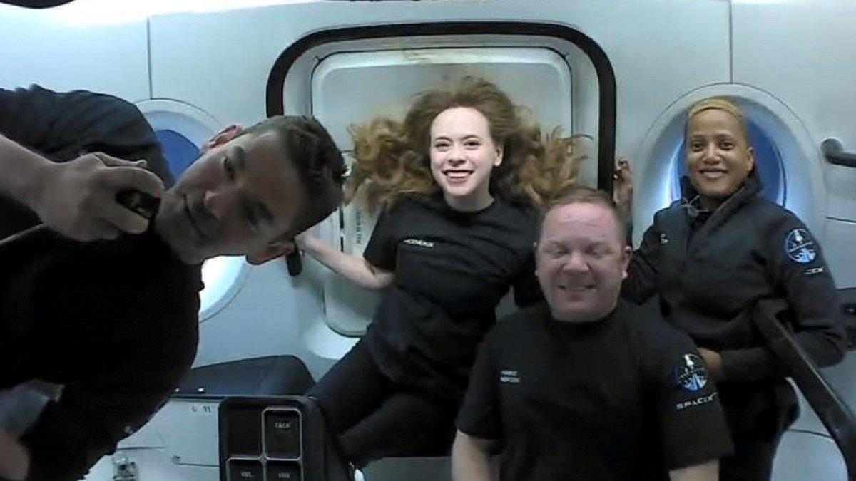SpaceX'in astronotsuz 4 mürettebatla 3 günlük uzay yolculuğu sona erdi