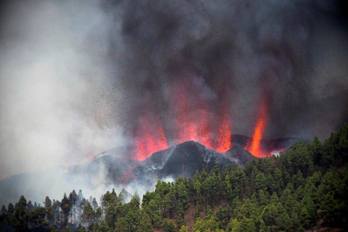 Kanarya Adaları nda lavlar püskürünce 5 bin kişi tahliye edildi #3