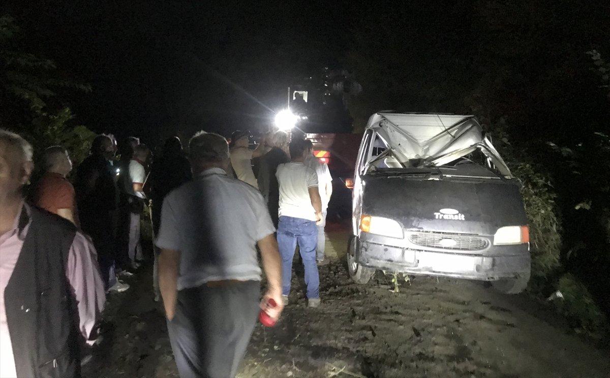 Samsun da işçileri taşıyan minibüs devrildi: 13 yaralı #1