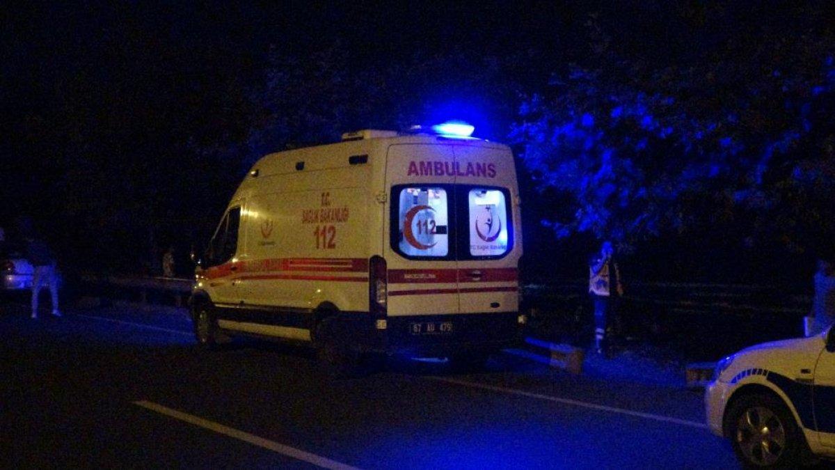 Zonguldak ta denize giren gençlerden biri kurtarıldı, biri kayıp #4