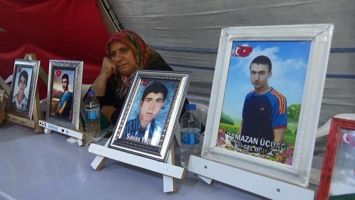 Diyarbakır da evlat hasreti çeken anne: Orası senin yerin değil #1