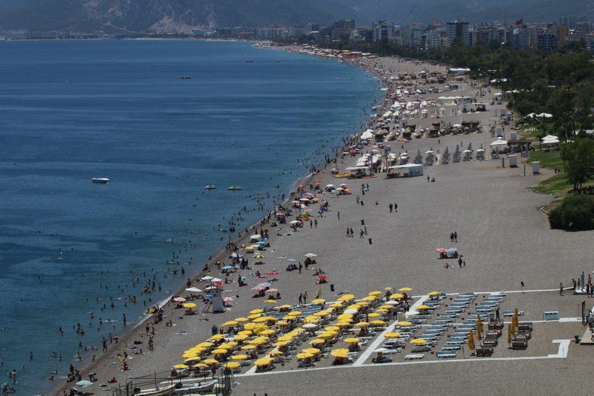 Antalya'ya eylülde 1 milyon turist geldi #1