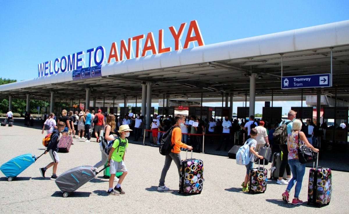 Antalya'ya eylülde 1 milyon turist geldi #3