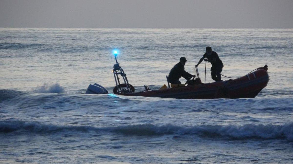 Zonguldak ta denize giren gençlerden biri kurtarıldı, biri kayıp #2