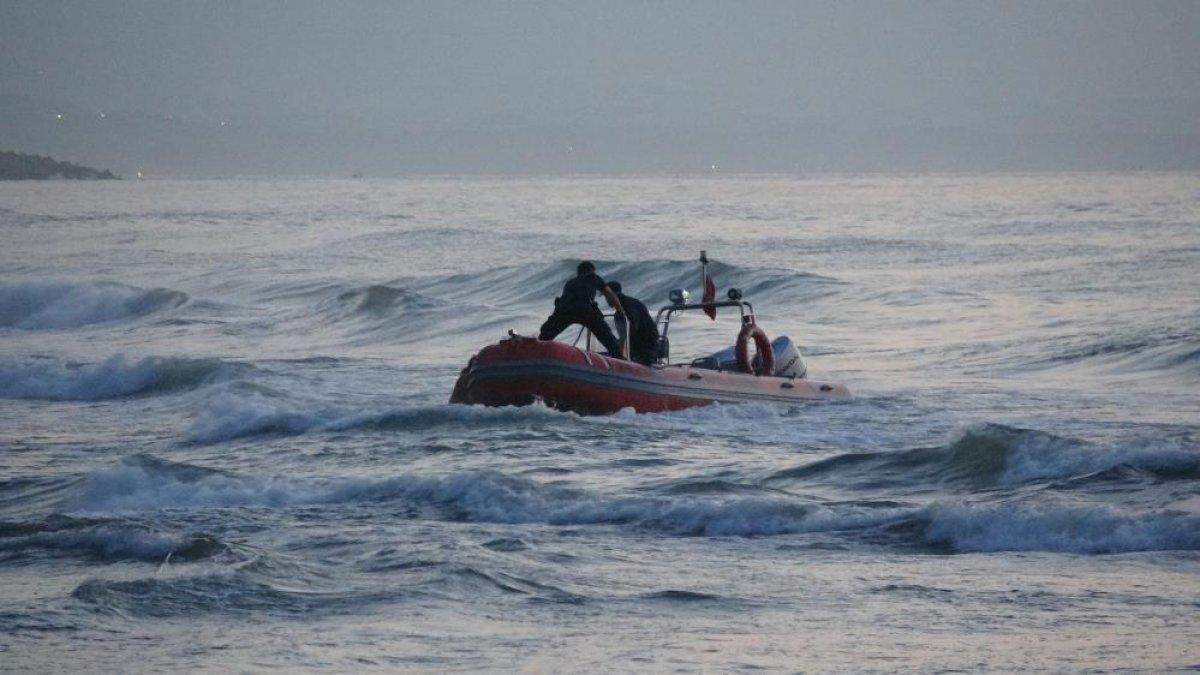 Zonguldak ta denize giren gençlerden biri kurtarıldı, biri kayıp #1
