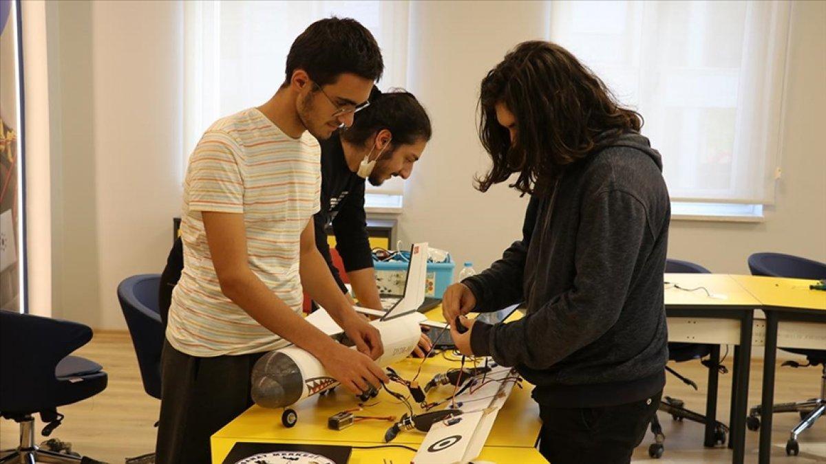 Yalovada öğrenciler, afetlere karşı yapay zekalı model uçak geliştirdi
