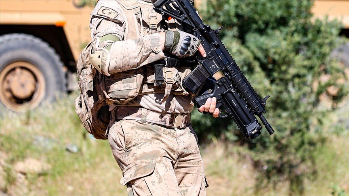 İçişleri Bakanlığı: Bitlis te 4 terörist silahlarıyla etkisiz hale getirildi #1