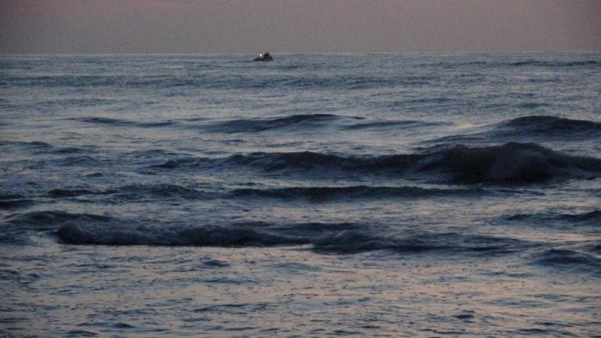 Zonguldak ta denize giren gençlerden biri kurtarıldı, biri kayıp #3