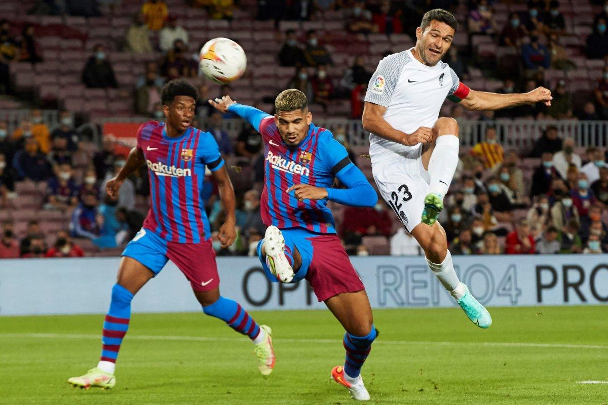 Barcelona son dakikada attığı golle beraberliğe razı oldu #3