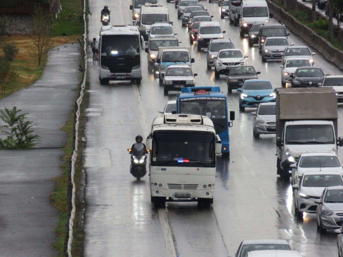 İstanbul da sürücülerin yeni kabusu: Çakarlı minibüsler #1