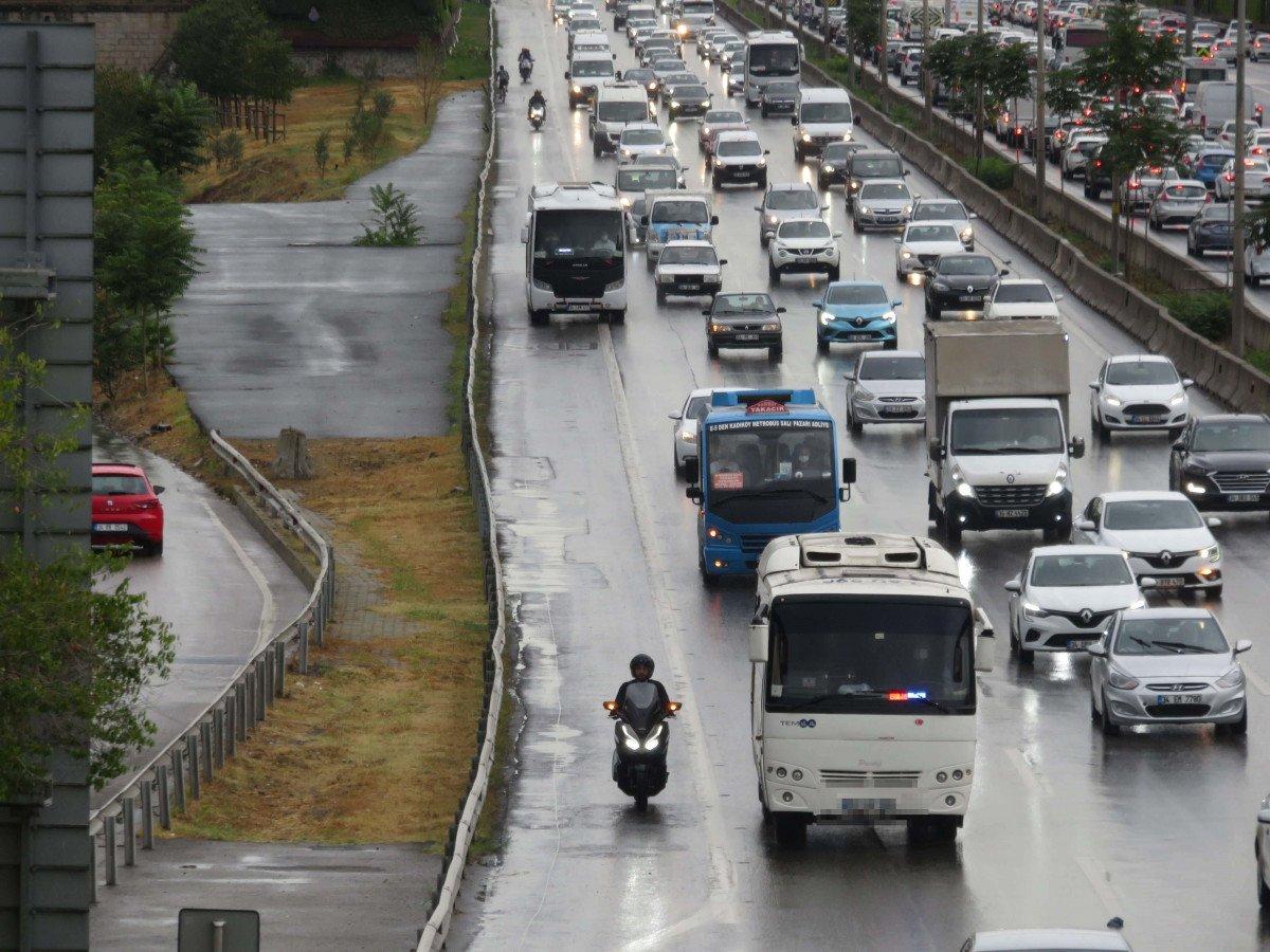 İstanbul da sürücülerin yeni kabusu: Çakarlı minibüsler #2