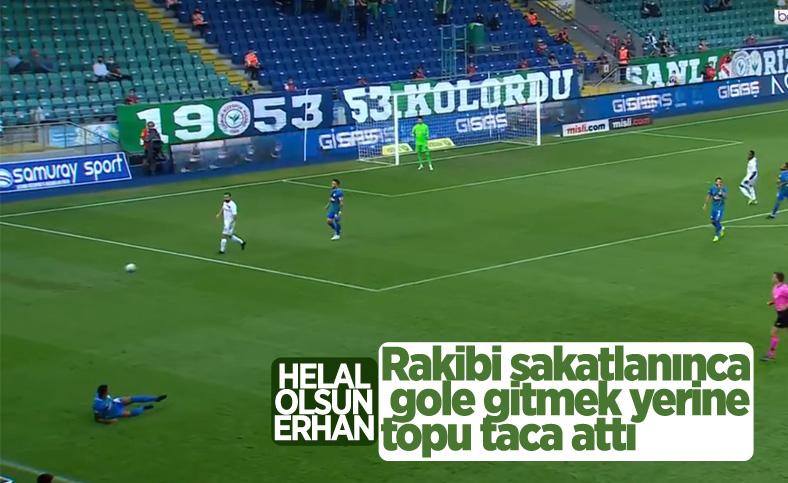 Rizespor-Altay maçında Erhan Çelenk'ten alkışlanacak hareket