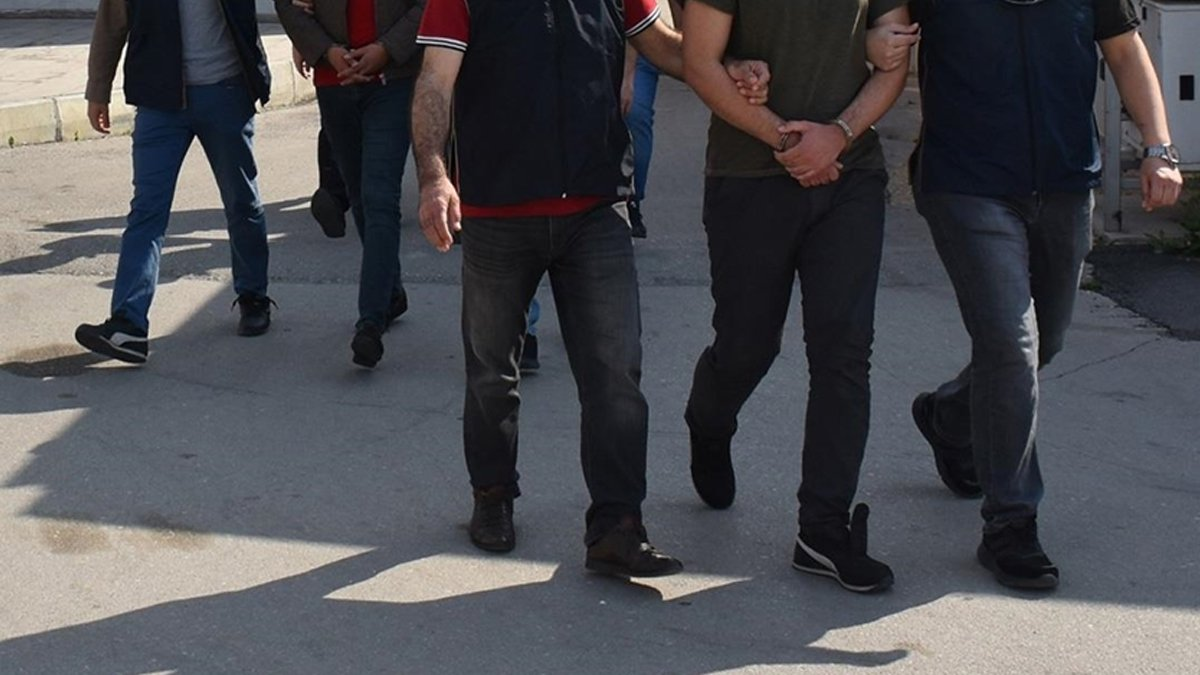 İstanbul merkezli 8 ilde FETÖ operasyonu: 25 gözaltı  #1