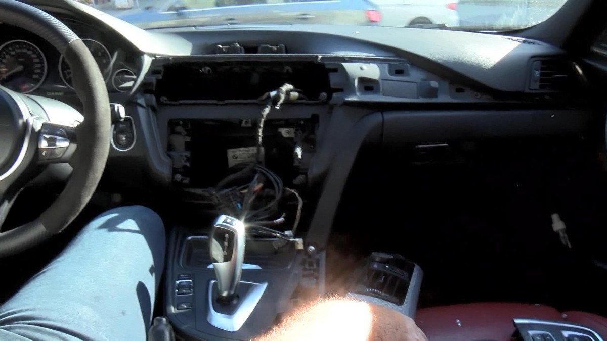 Eyüpsultan'da, otomobilden 1 dakikada 50 bin liralık hırsızlık yapıp kaçtılar #2