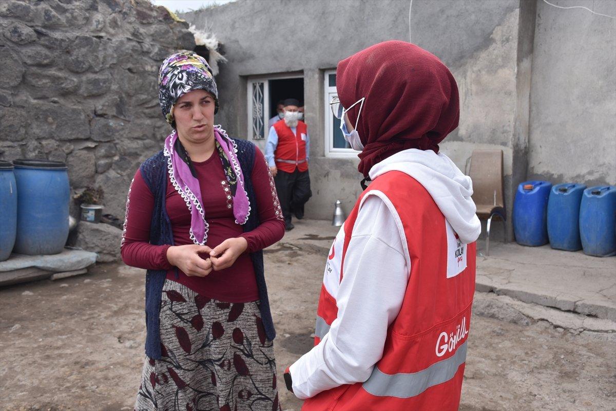 Kars ta sağlık ekipleri aşılama için kapı kapı dolaşıyor #2