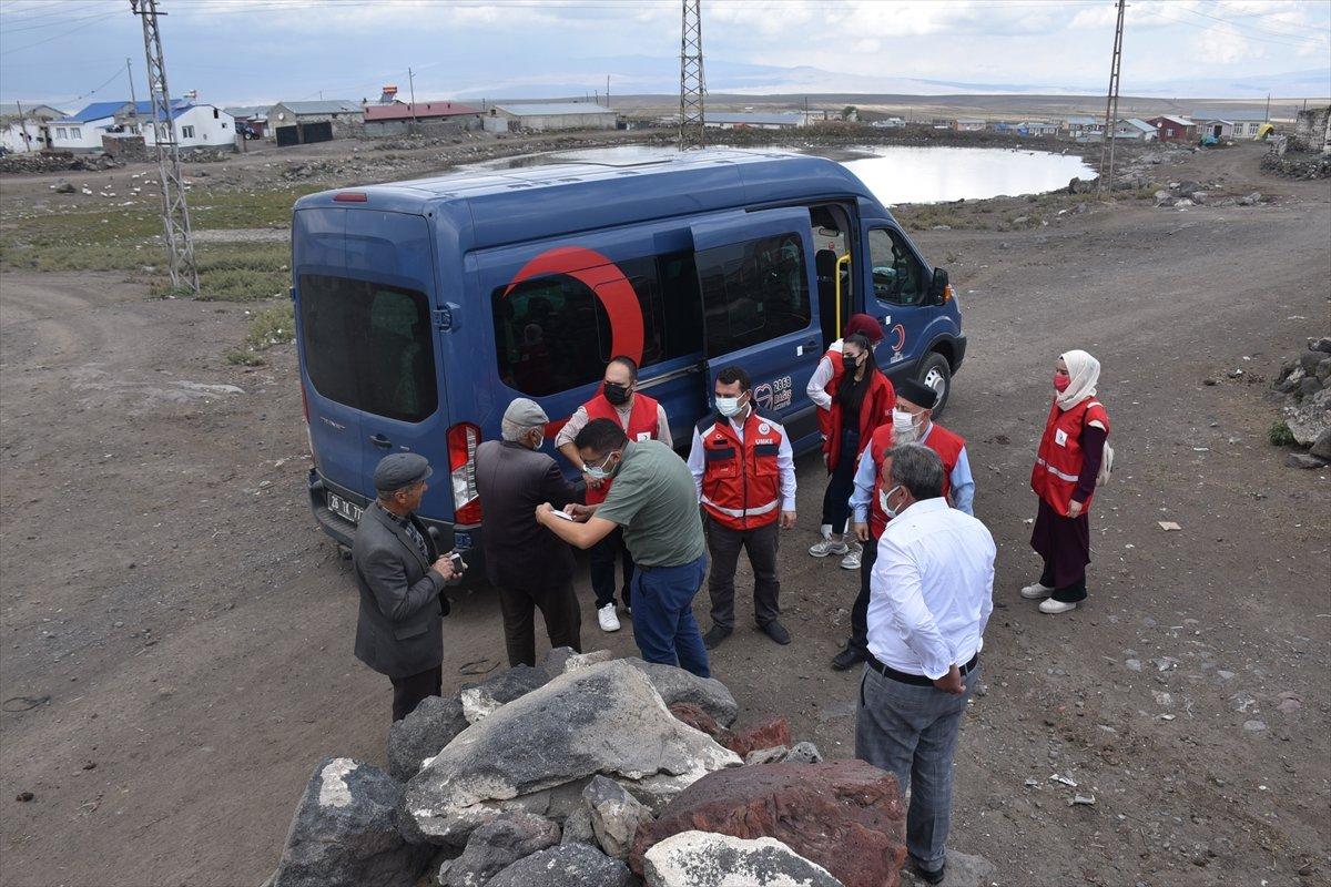 Kars ta sağlık ekipleri aşılama için kapı kapı dolaşıyor #3