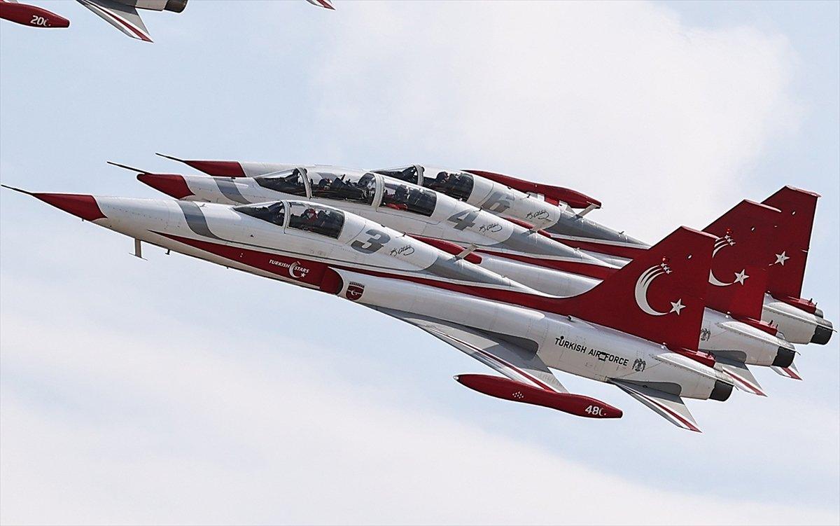 TEKNOFEST te Türk Yıldızları nın nefes kesen uçuş gösterisi #6