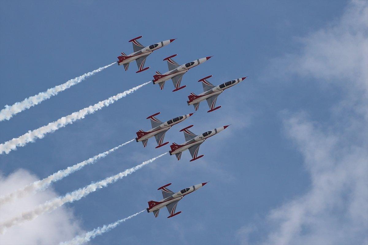 TEKNOFEST te Türk Yıldızları nın nefes kesen uçuş gösterisi #7