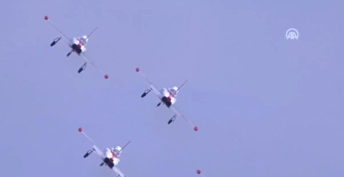 TEKNOFEST te Türk Yıldızları nın nefes kesen uçuş gösterisi #5