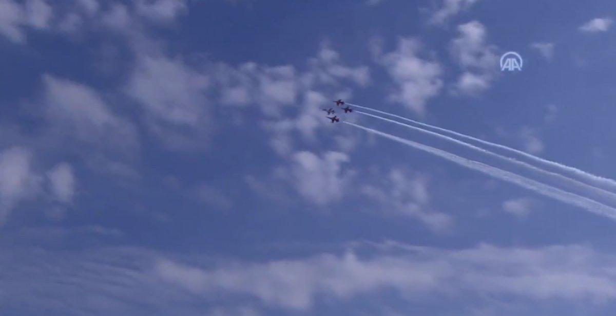 TEKNOFEST te Türk Yıldızları nın nefes kesen uçuş gösterisi #3