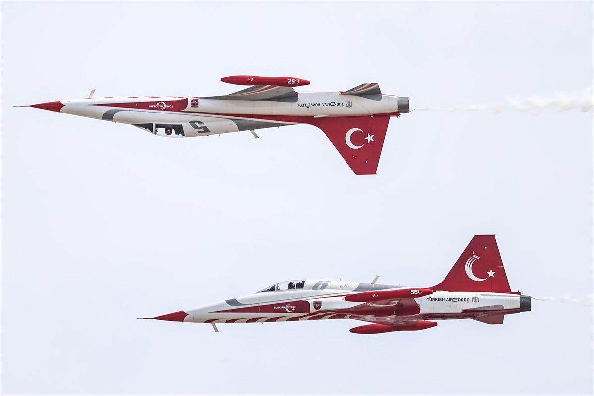 TEKNOFEST te Türk Yıldızları nın nefes kesen uçuş gösterisi #2