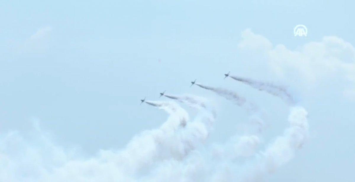 TEKNOFEST te Türk Yıldızları nın nefes kesen uçuş gösterisi #4