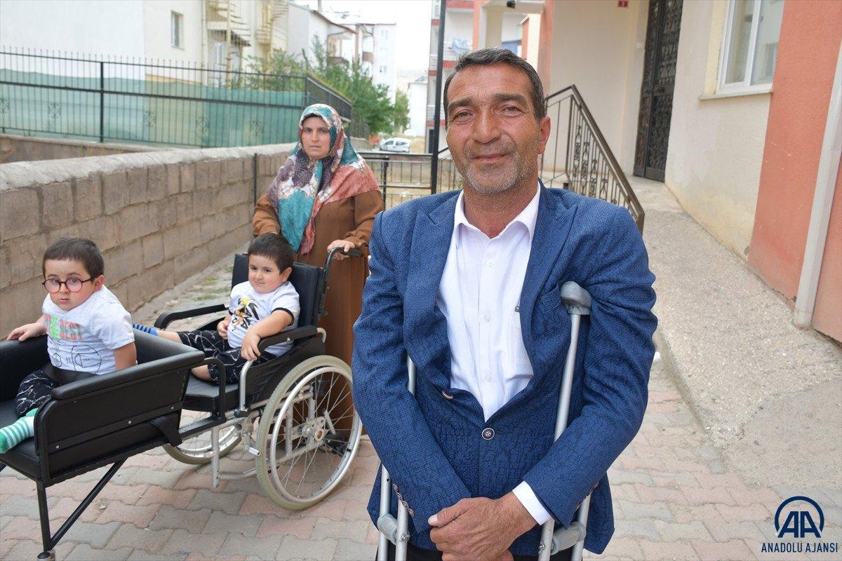 Sivas ta cam kemik hastası ikizlere tekerlekli sandalye üretildi #6