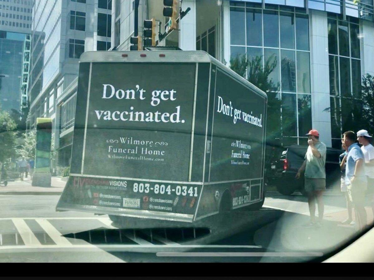 ABD de aşı temalı ironik reklam #1