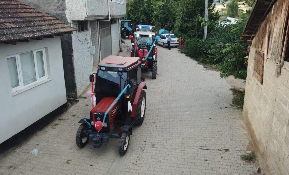 İnegöl de görenleri şaşırtan traktörlü sünnet konvoyu #3