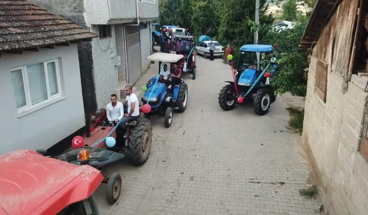 İnegöl de görenleri şaşırtan traktörlü sünnet konvoyu #4