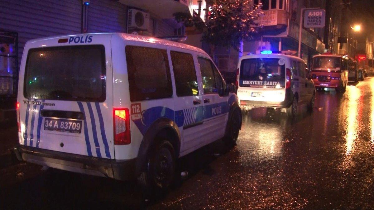 İstanbul da minibüsün altında kalan genç yaşamını yitirdi #4
