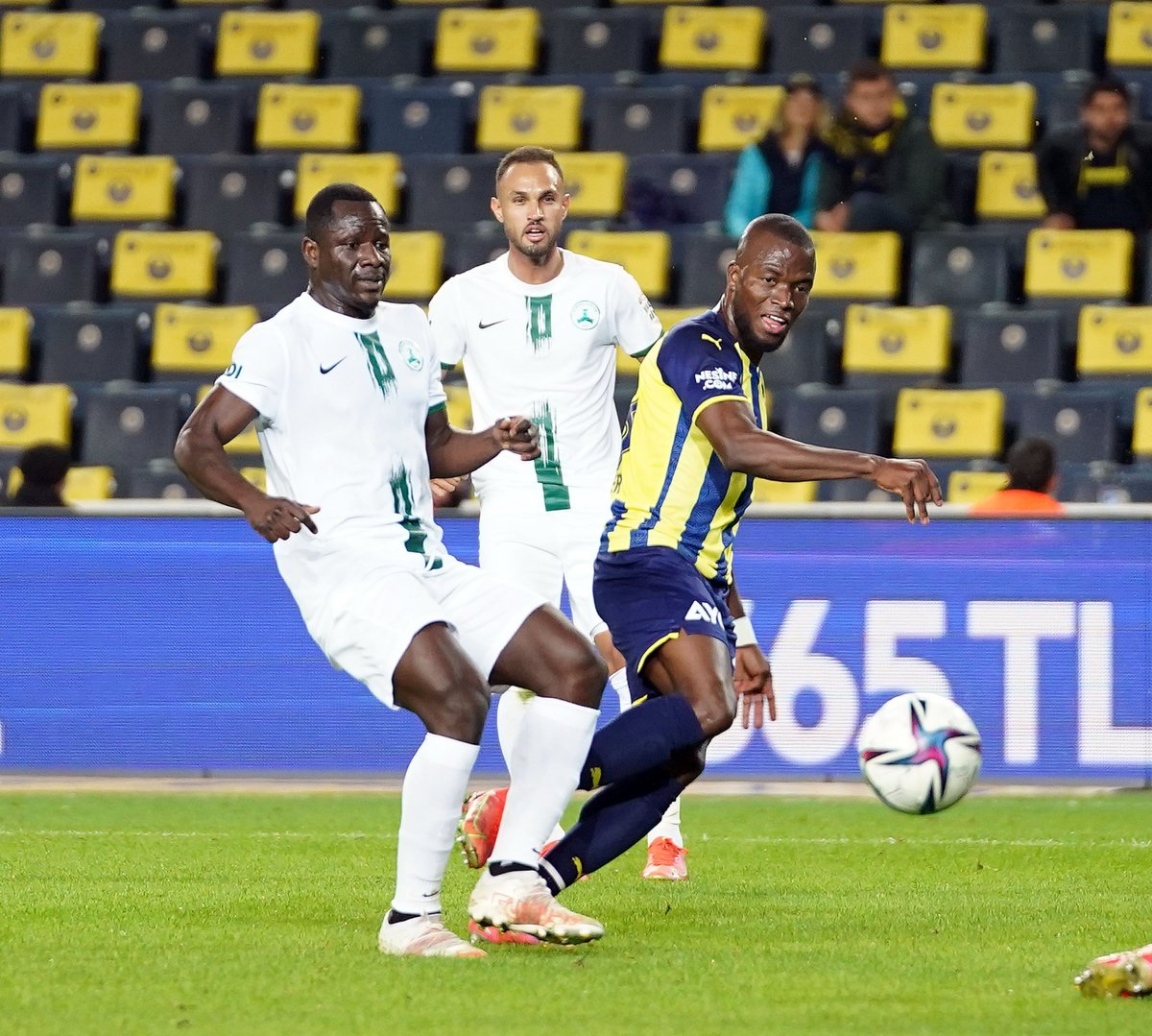 Fenerbahçe, Giresunspor u 2 golle geçti #5