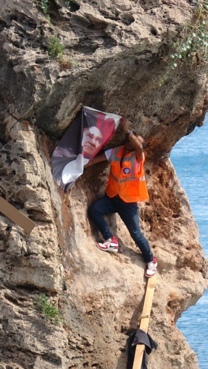 Antalya da Atatürk posterini falezlere asmak isterken zor anlar yaşadı #2