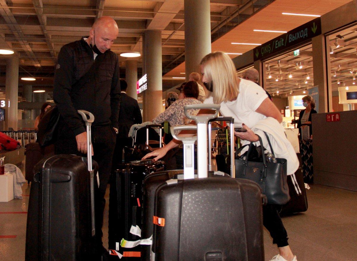 İngiltere den gelen ilk turist kafilesi, Dalaman Havalimanı na indi #6