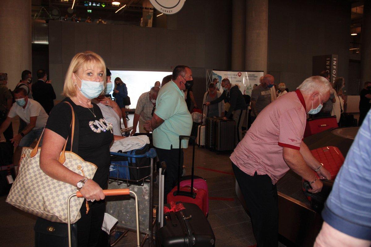 İngiltere den gelen ilk turist kafilesi, Dalaman Havalimanı na indi #5
