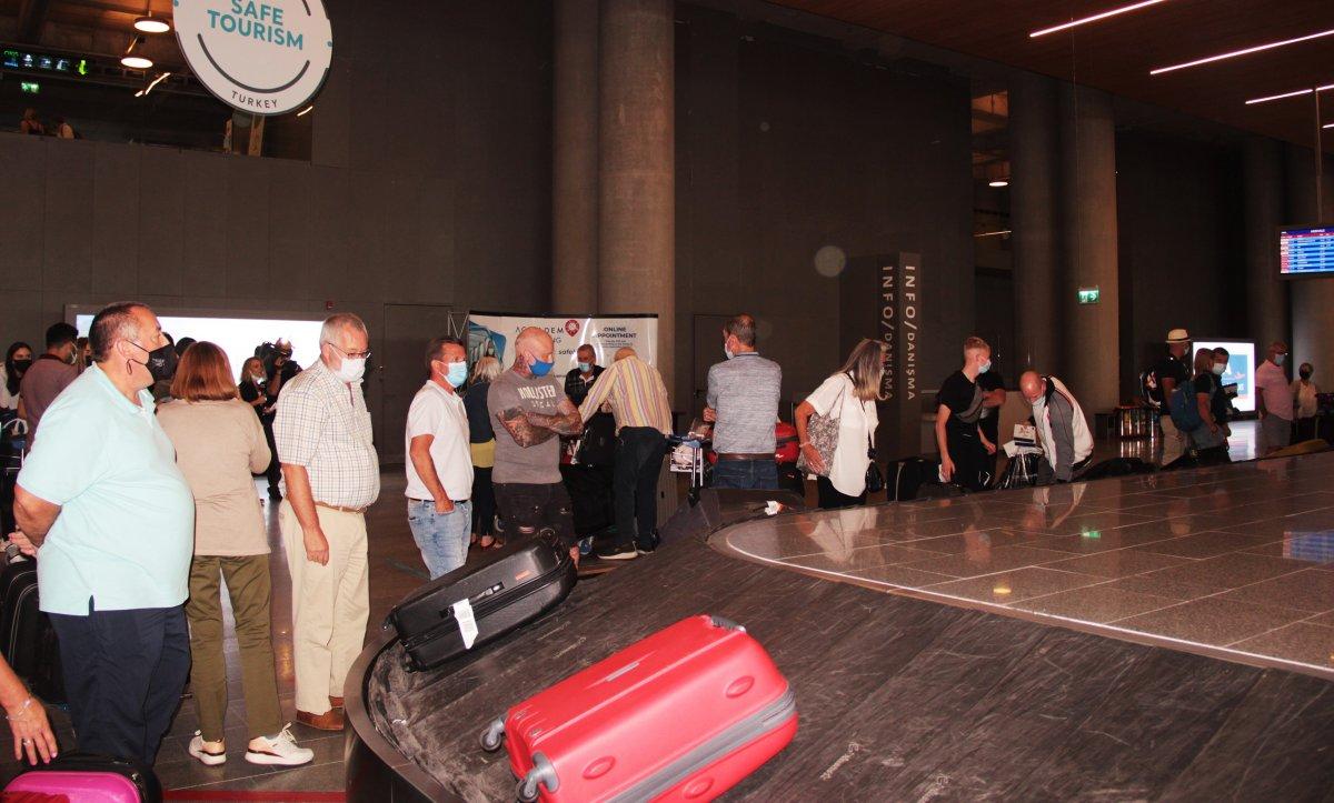 İngiltere den gelen ilk turist kafilesi, Dalaman Havalimanı na indi #4